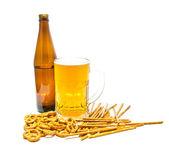Cerveza light y galletas closeup — Foto de Stock