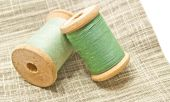 Two wooden spools of green thread — Stock Photo