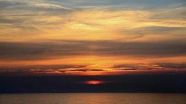 Nascer do sol na praia — Vídeo stock