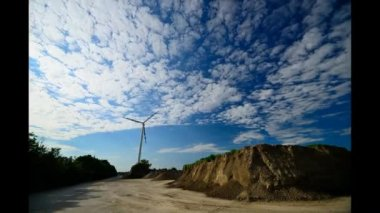 Windmill with blue sky clouds in timelapse — Stok video