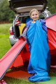 Tábor ve stanu - mladá dívka na kempu — Stock fotografie