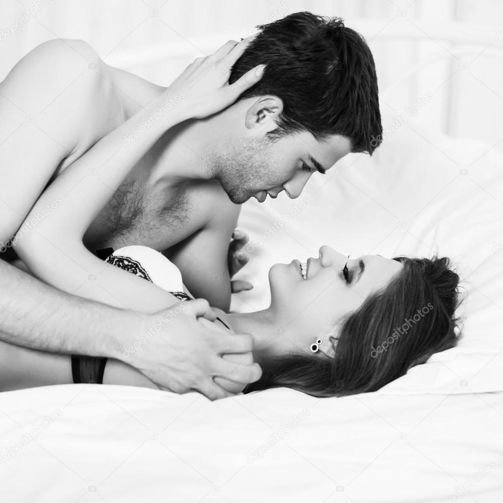 Страстный секс влюбленных на закате дня 13 фотография