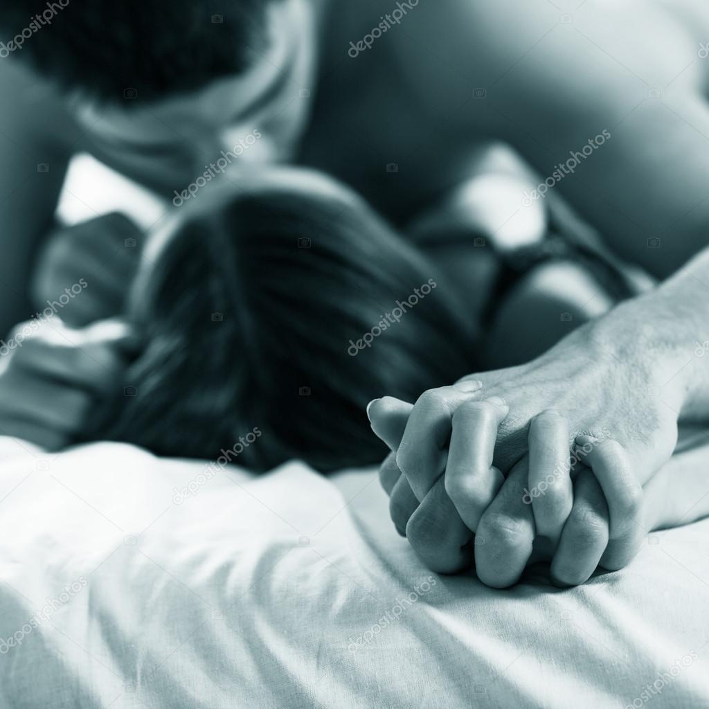 Фото целующихся пар красивая женщина за 40 и молодой парень 28 лет 15 фотография