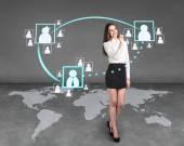 бизнес женщина нарисовать карту на стене — Стоковое фото