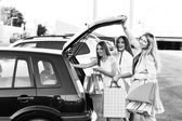 Group of girls after shopping — Stock Photo