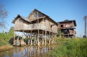 Traditional houses on the Inle Lake — Stock Photo
