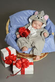 Baby girl sleeping with gifts — 图库照片