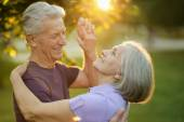 Mature couple dance in the park — Stock Photo