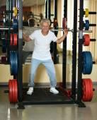Elderly man playing sports in a gym — Foto de Stock