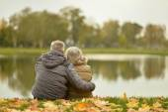 Romantic mature couple sitting in park — Zdjęcie stockowe