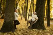 Older couple in park — Stock Photo