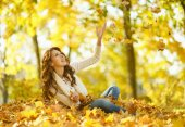 Young woman at park — Stock Photo