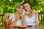 Older woman with her adult daughter — Stock Photo