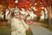 Senior woman in  park  autumn   park — Stock Photo