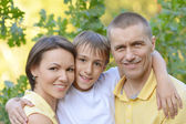 Happy family in summer park — Foto Stock