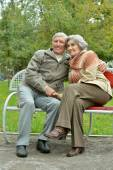 Mature couple sitting in the park — Stock Photo