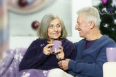 Elderly couple celebrating new year — Stock Photo