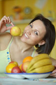 Woman with fruits at home — Stockfoto