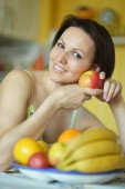 Woman with fruits at home — Stock fotografie