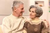 Couple de personnes âgées à domicile — Photo