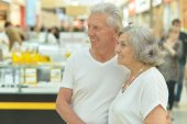 Senior couple at shopping mall — Stock Photo