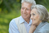 Couple senior dans le parc — Photo