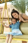母亲与女儿中夏公园 — 图库照片
