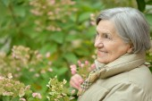 Senior woman in autumn park — Stock Photo