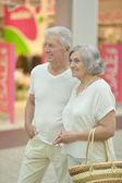 Senior couple in  shopping center — Stock Photo