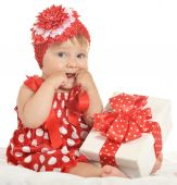 BAby girl in   dress  with gift — Stockfoto