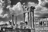 Old roman ruin in Bergama — Stock Photo