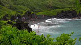 Black Sand Beach at Waianapanapa State Park, Maui — Stock Photo