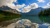 Emerald Lake in Yoho National Park — Stock Photo