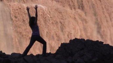 Yoga at Grand Falls Arizona — Стоковое видео