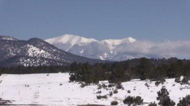 Berglandschap in de winter — Stockvideo