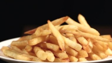 The plate with French fries rotates — Stock Video