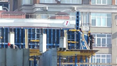 建築現場で働く労働者 — ストックビデオ