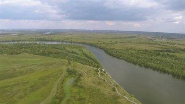 Slow Flight up over  river. Aerial landscape — Vídeo stock