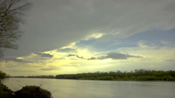 Landscape with  river and clouds . Time lapse  without birds, RAW output — Vidéo