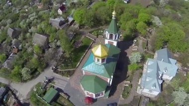Flight round orthodox church in rural area. Aerial — Stock Video