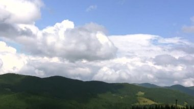 Wonderful clouds in mountains. Beautiful landscape — Video Stock
