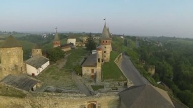 Flight over old fortress. Aerial shot — Stock Video