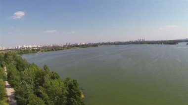 Lake in the suburbs. Aerial view panorama — Stock Video