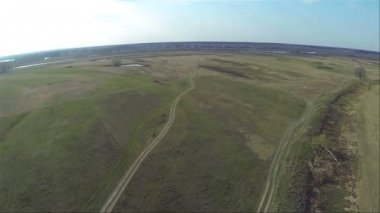 Beautiful flight over   field  in  afternoon. Aerial — Vídeo stock