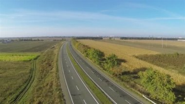 Up over  highway with cars in sunny day  Aerial — Stock Video