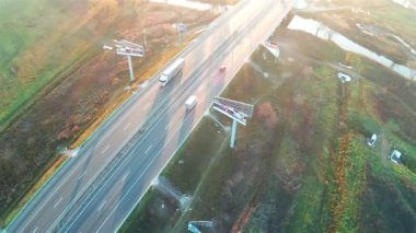 Flight over the highway with sunshine. Aerial. — Stock Video