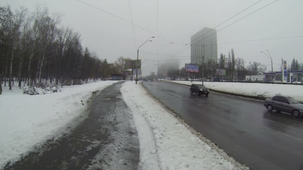 Winter city road to cloudy winter weather — Vidéo