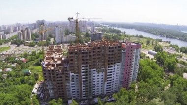 House under construction in  city, lateral flight . Aerial — Stock Video