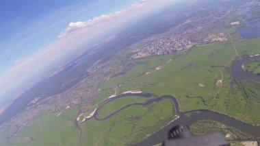 Kamera, die Dreharbeiten Landschaft von Drohne in Höhe von 2 km. — Stockvideo