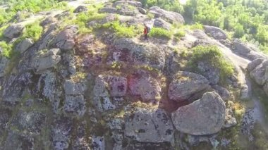 Fly overgirl  hiker on mountain  . Aerial view — Stock Video